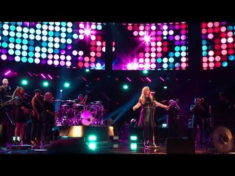 "Kelly Clarkson Live ""Whole Lotta Woman"" Private Concert From The Voice Stage"