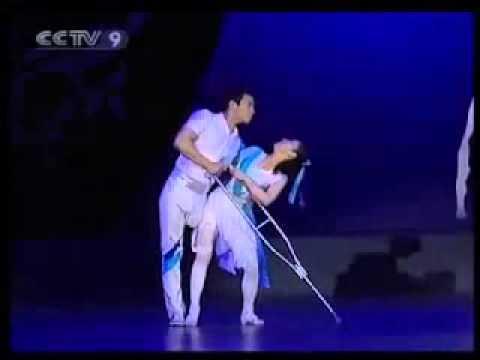 Смотреть Он без ноги,она без руки   но это такой красивый танец