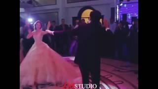 Какая красивая невеста и жених два сопога пара😀😀😀😀😀😀