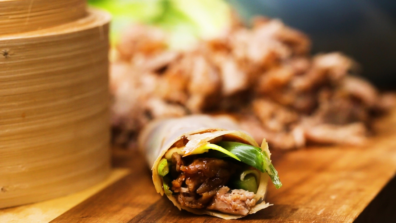 Homemade Chinese-Take-Away: Crispy Duck and Pancake - YouTube