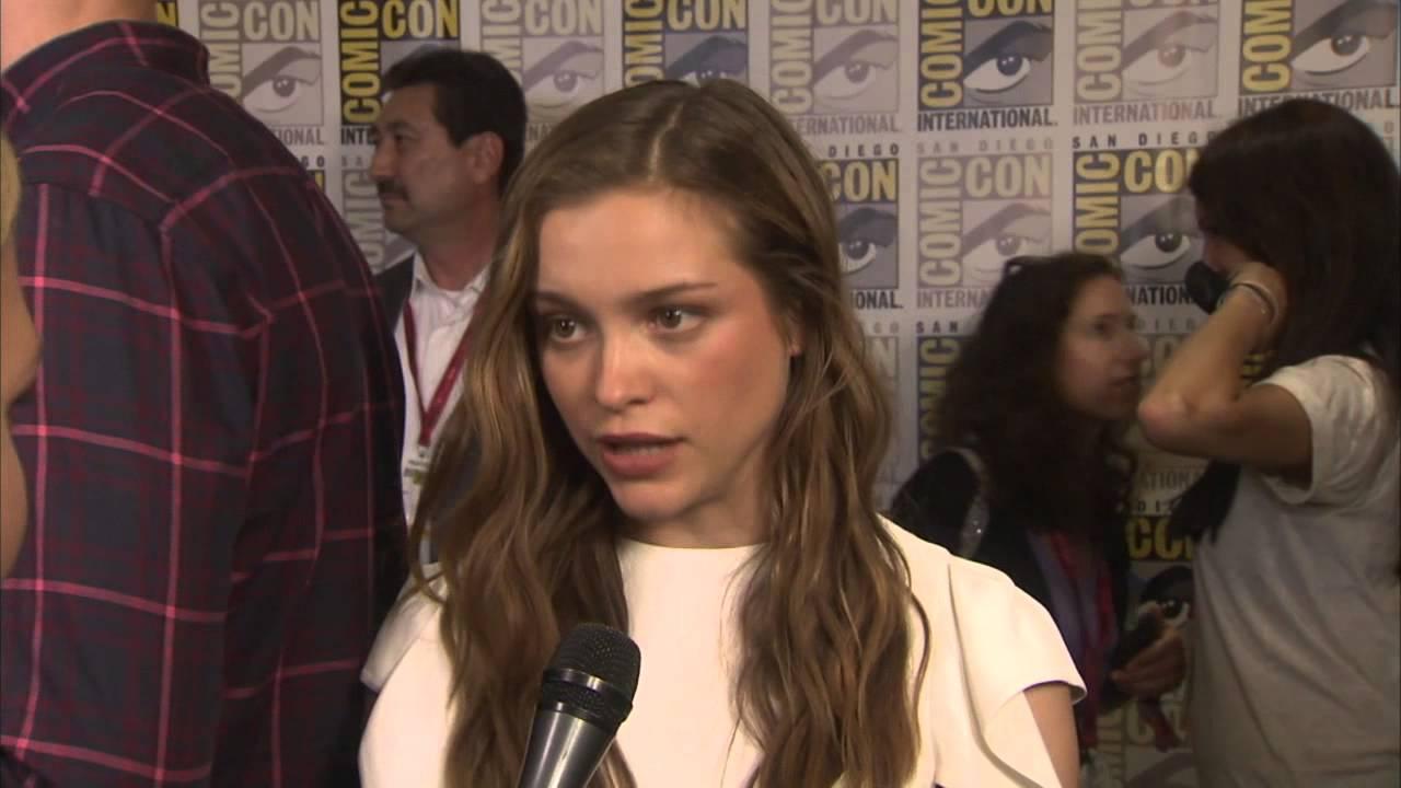 """Kingsman The Secret Service Interview: Kingsman: The Secret Service: Sophie Cookson """"Roxy"""" Comic"""