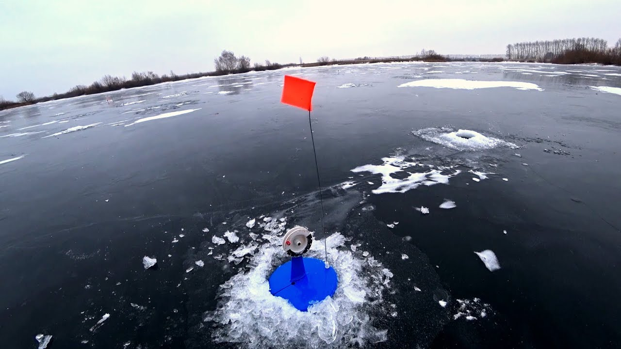 ЛЕСКА ТРЕЩИТ В ПАЛЬЦАХ! Рыбалка на жерлицы. Зимняя рыбалка 2018