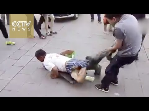 """Exposed! """"Disabled"""" beggar's hidden legs revealed by passerby"""