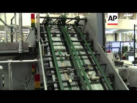 New look high tech US $100 bill rolls off the presses