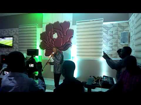 Adekunle gold live at OAS lounge abuja with wmdjrhedo