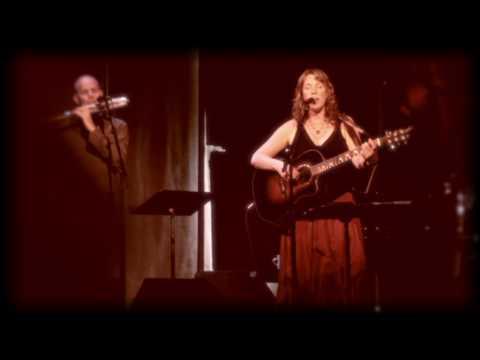 Beth Nielsen Chapman sings