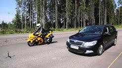Kumpi pysähtyy nopeammin, auto vai moottoripyörä? Suzuki vs Skoda