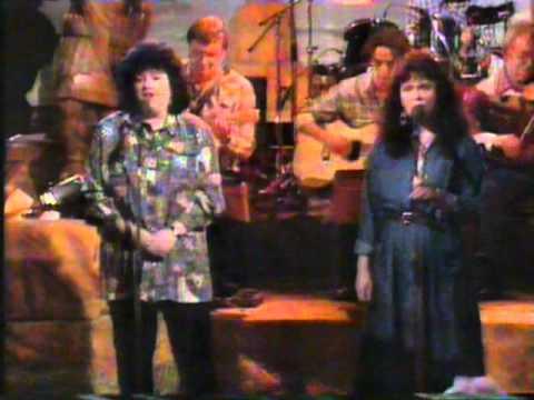 Gaelic Song : Cathy Ann MacPhee & Mairi MacInnes