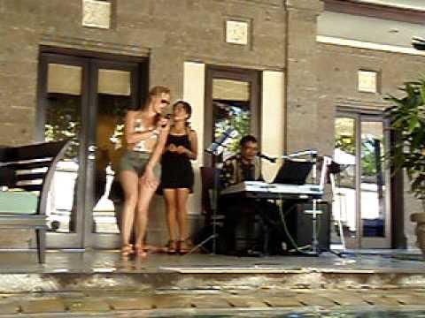 Sally dose karaoke Bali style