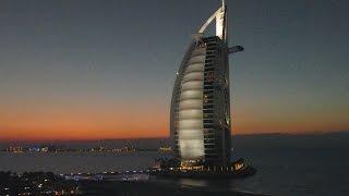 Burj Al Arab und Jumeirah Beach Hotel im Lichtspiel  - fz1000 4k