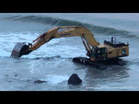 Komatsu PC750LC working in the ocean