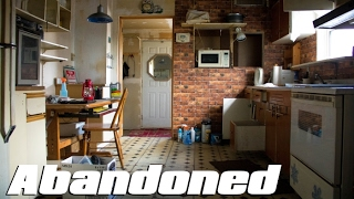 ABANDONED House - EVERYTHING Left Behind ! Old Polish Family Home
