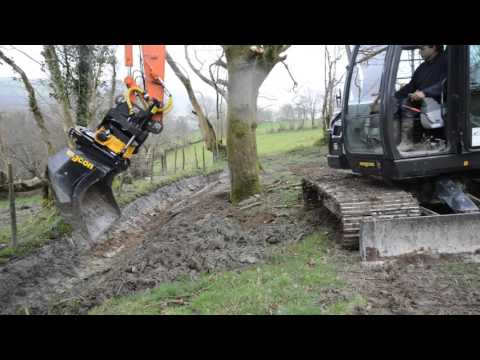 Hitachi Zaxis 85US-5 with Engcon EC209 on ditch cleaning duties