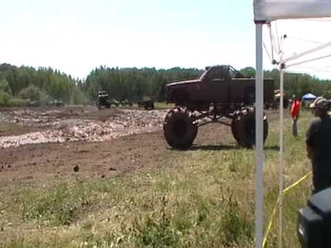 MUD BOGGIN THE BIG TRUCKS AT GOLDEN SPIKE SPEEDWAY 2009