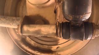 Замена резинок на задних  амортизаторах на ВАЗ 2105