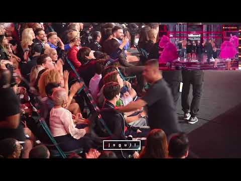 BTS (방탄소년단) Reaction To Kelly Clarkson Medley Performance @ BBMA 2018 [FANCAM]