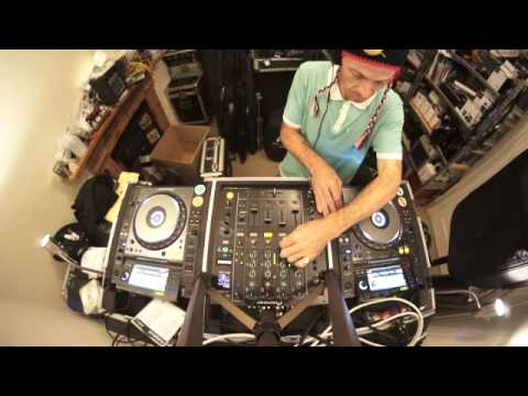 INTERMEDIATE DJ LESSON  MIXING DEEP HOUSE PHRASE MIXING
