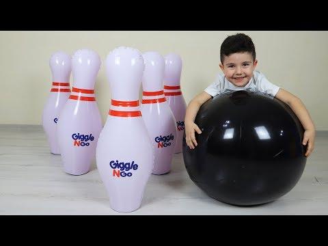 Eğlenceli Dev Bowling! Yusuf playing giant bowling with Dad-Funny Kids Video