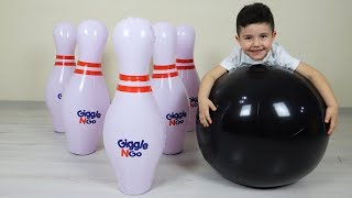 Eğlenceli Dev Bowling! Yusuf playing giant bowling with Dad-Funny Kids Video