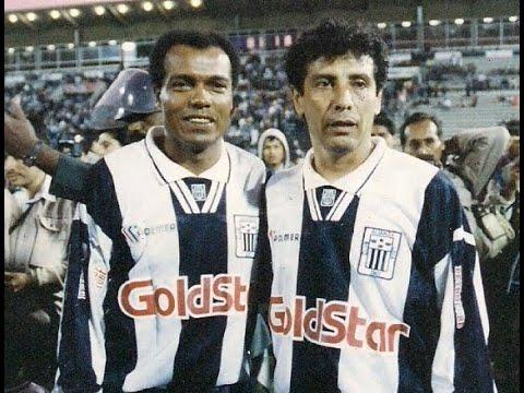 César Cueto y Teófilo Cubillas juntos ante Colo Colo en 1995 ...