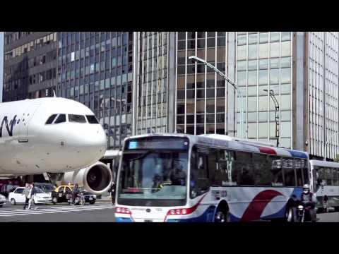 Planes Landing Streets - Aviones aterrizando en Calles - Buenos Aires, Argentina