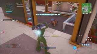 Example of how aim assist works in Fortnite