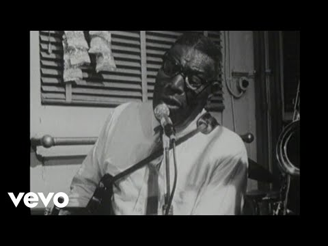 Howlin' Wolf - Down In The Bottom (Live)