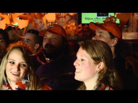Johan Derksen & Wilfred Genee - Nederland Is Helemaal Oranje (Officiële videoclip)