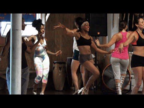 Бразильские танцы попой смотреть онлайн без задержек