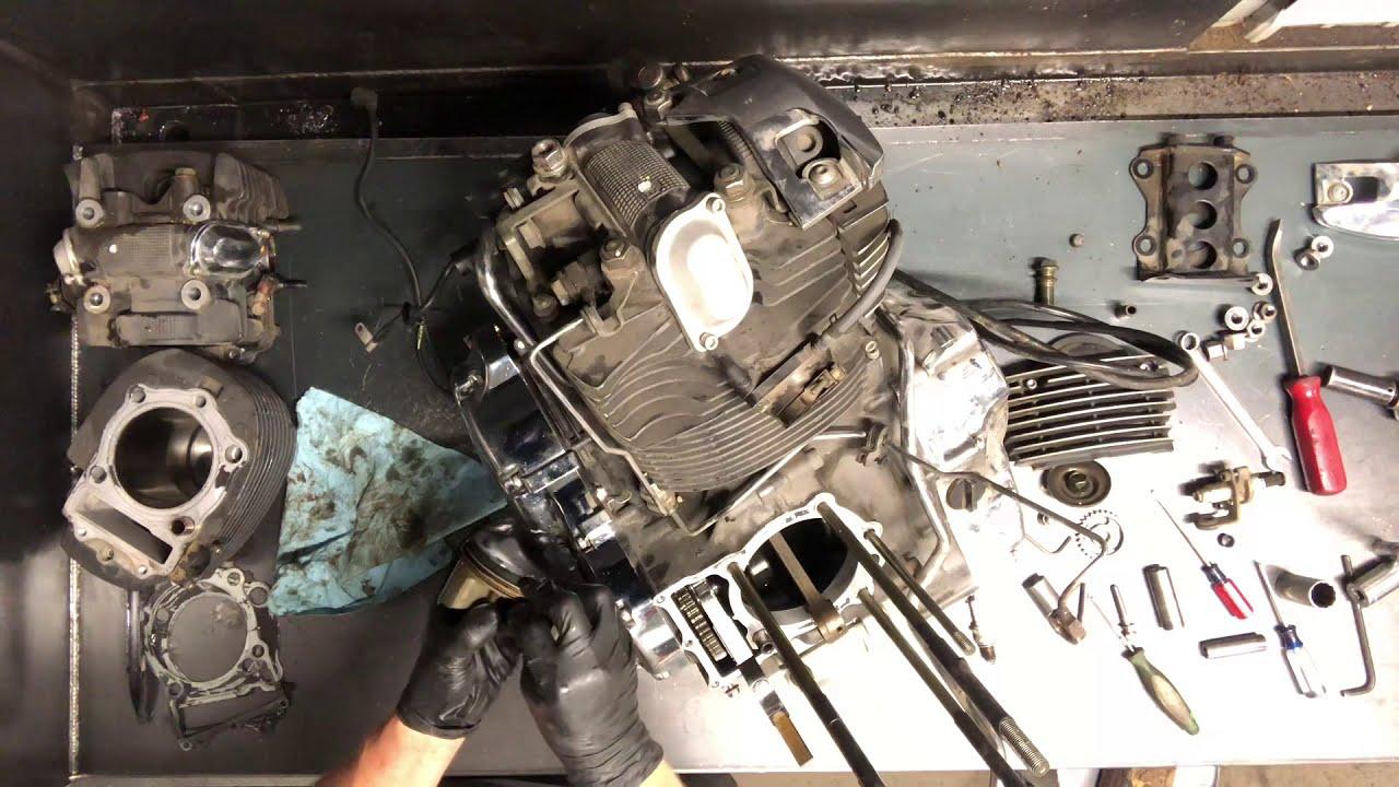 Yamaha VStar V Star 1100 - Top End Tear Down Piston/Cylinder Head Removal 1  of 4