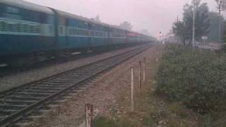 Krishak Express to Manduadih departing Gorakhpur bang on time.3gp