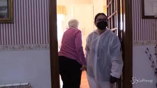 Covid, scoppia focolaio in casa per anziani a Napoli: 20 contagiati
