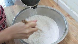 糯米粉开水一烫,热锅一蒸,两手一压,刚上桌就吃完了