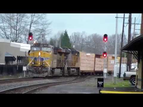 Fast UP Union Pacific Freight Train ~ Eugene Oregon ~ 2/13/15 ~ EMD SD70 !
