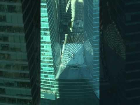Падение стеклопакета  , башня федерация !