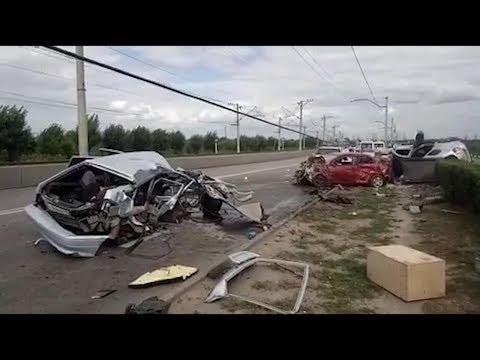 Под Волгоградом на мосту через ГЭС в массовом ДТП погибли 2 человека и 6 ранены