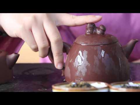 How to Use Yixing Teapots: 2 Ways to Hold a Zisha Clay Teapot