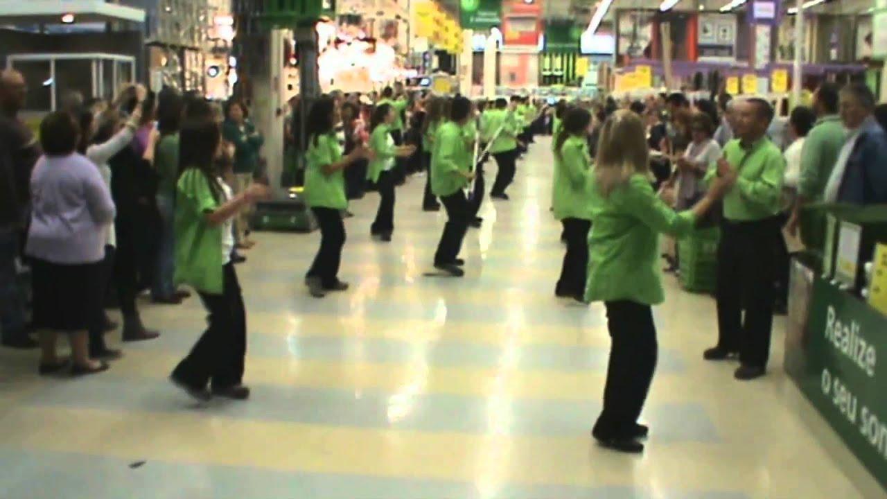 Flash mob leroy merlin almada vem dan ar kuduro youtube - Toile de vernieuwing leroy merlin ...