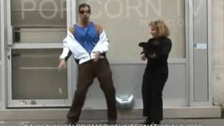 Hidden Camera : the sexy BLIND street dancer