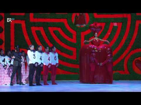 Bayerische Staatsoper: Alice im Wunderland ist das aufwändigste Stück aller Zeiten