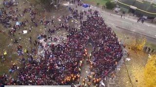 На границе с Австрией беженцы полезли через ограждения и устроили давку