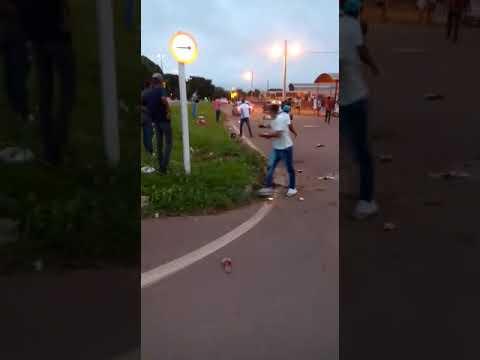 Carros atropelam 6 pessoas após briga em conveniência e motoristas são detidos em Nova Xavantina