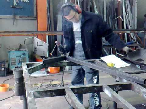 Lavorazione porta in ferro battuto youtube - Porta per soffitta ...