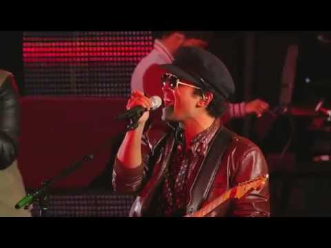 Bruno Mars Performs Locked Out of Heaven