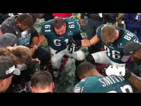 philadelphia eagles players come together to pray after winning the super bowl youtube. Black Bedroom Furniture Sets. Home Design Ideas