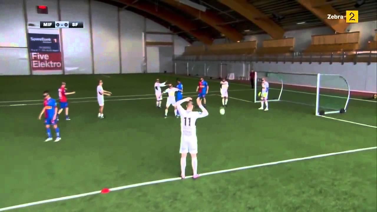 Игра в футбол в очках виртуальной реальности квадрокоптер с камерой санкт петербург