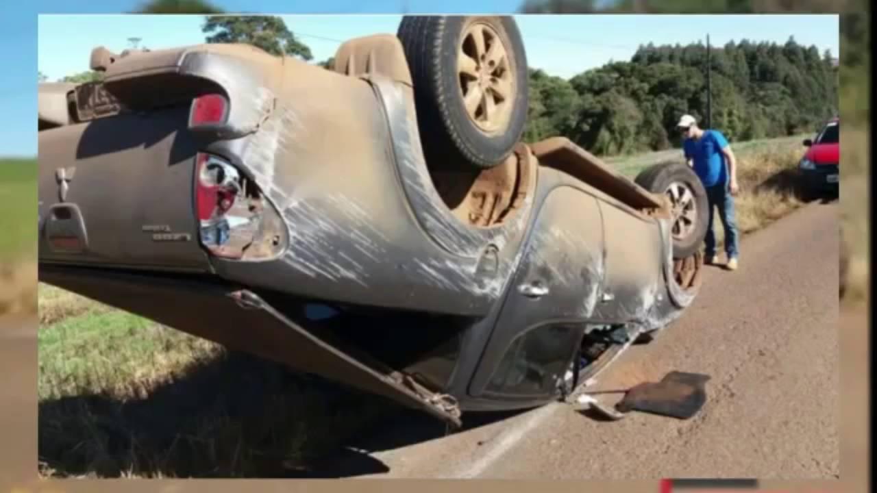 Homem sofre acidente de carro e toca a música malandramente na sanfona