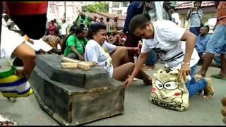 Ribuan Orang Asli Papua Unjuk Rasa Bawa Peti Mati