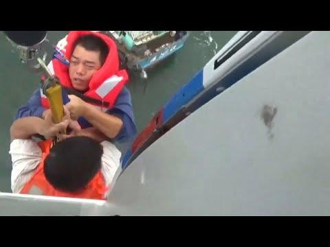 يورو نيوز:شاهد: إنقاذ طاقم مركب صيد صغير من قلب إعصار رومبيا في الصين…