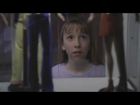 小萝莉太暗黑了,只要家里来了新保姆都会被她变成洋娃娃!,